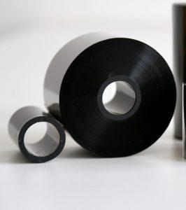 Thermotransferfolienrolle konfektioniert auf Kunststoffkern mit angeklebtem Zusatzkern